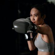 Kickboxing femminile: 10 buoni motivi per farlo